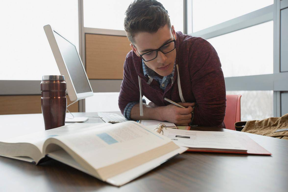 MBA or Specialized Master's Degree: Which One is Best for You?