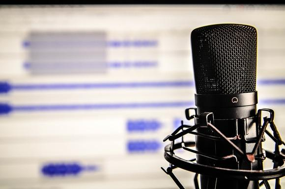 6 Best Podcasts to Listen to